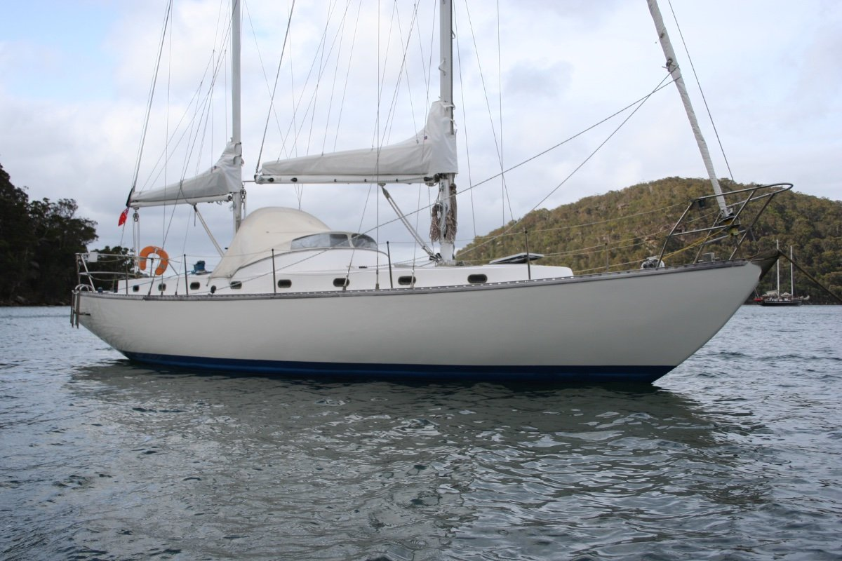 Bruce Roberts Offshore 38