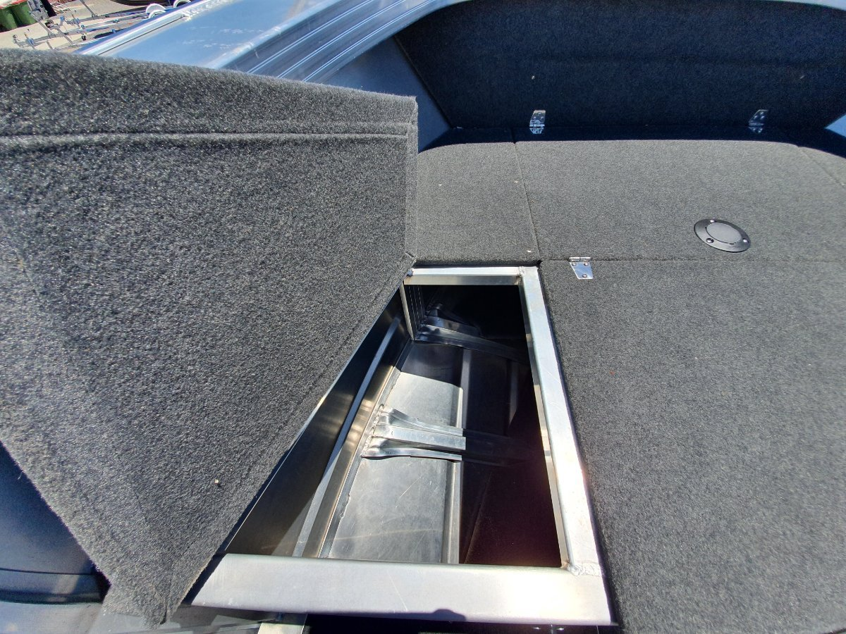 Quintrex 490 Renegade Centre Console