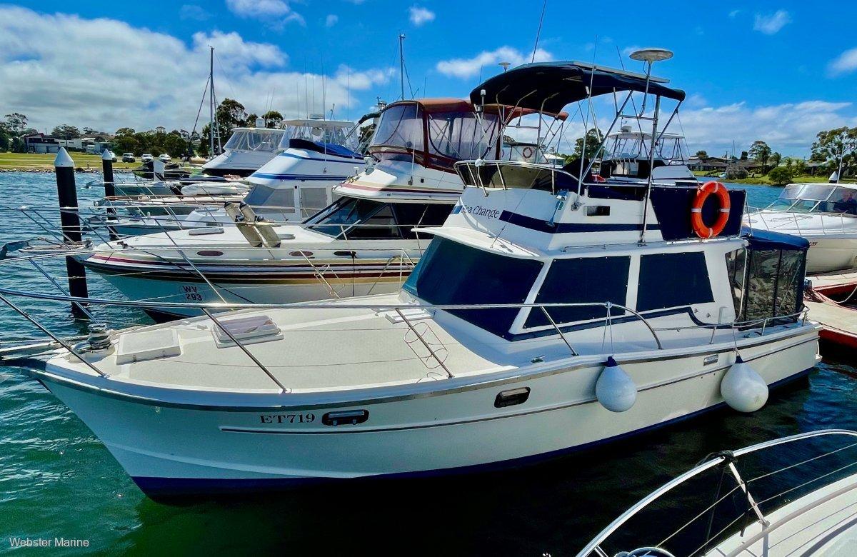Aquarius 34 Flybridge Cruiser