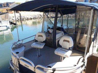 Sun Tracker Fishing Barge 21 Pontoon 2011 one owner