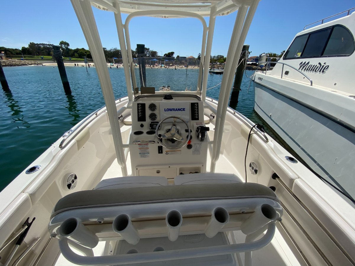 Robalo R222:Can raft up legally at Rotto