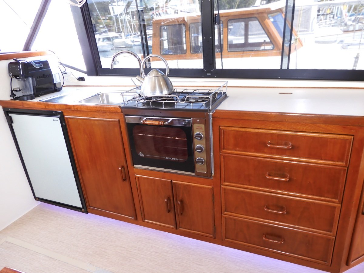 Fairway 36 Flybridge Cruiser FULLY REFITTED INSIDE & OUT, EXCEPTIONAL CONDITION