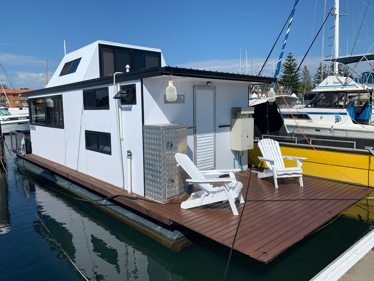 "35 ft HouseBoat ""Wally"