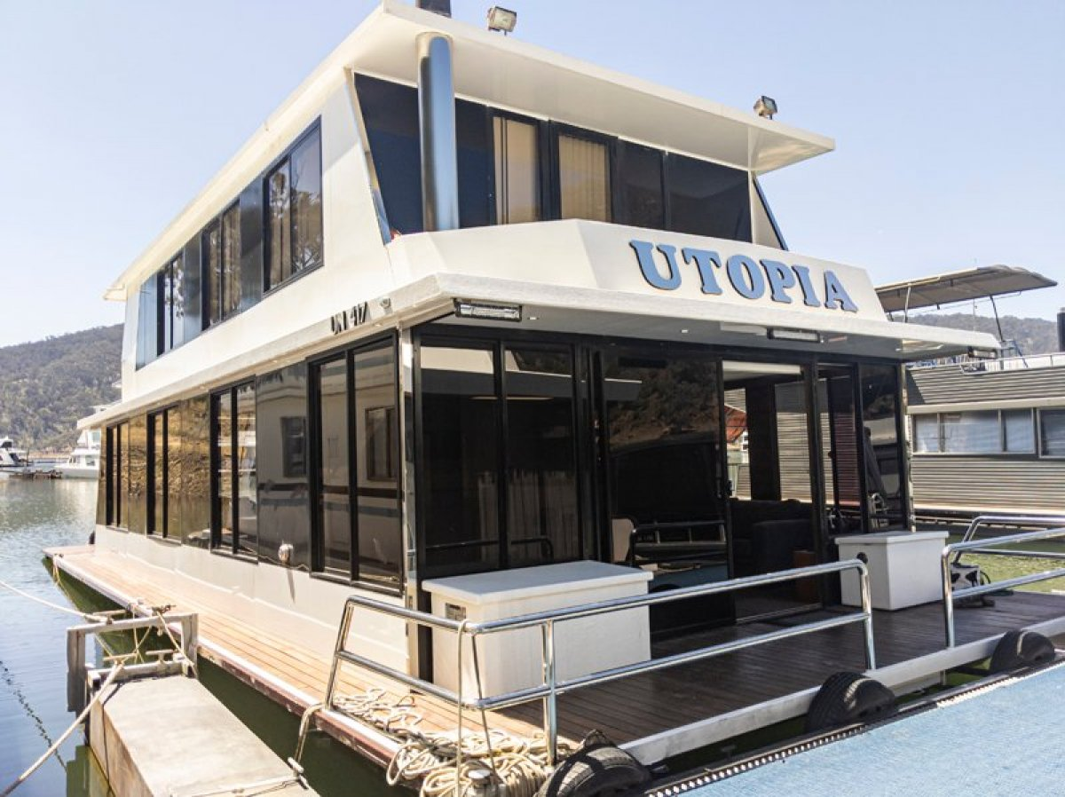 UTOPIA Houseboat Holiday Home on Lake Eildon, Vic.
