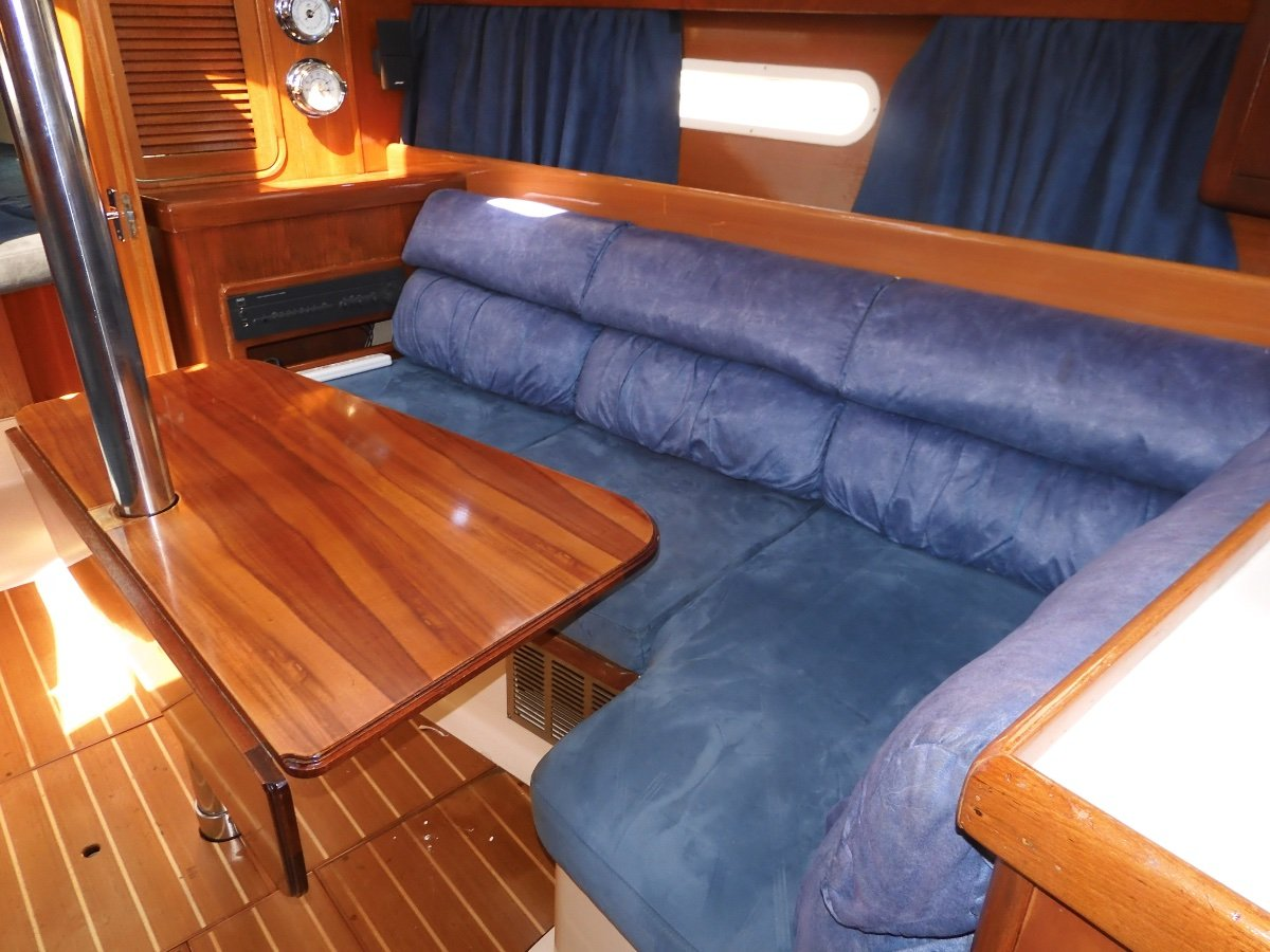 Hunter 310 SPACIOUS CRUISER IN EXCELLENT CONDITION!