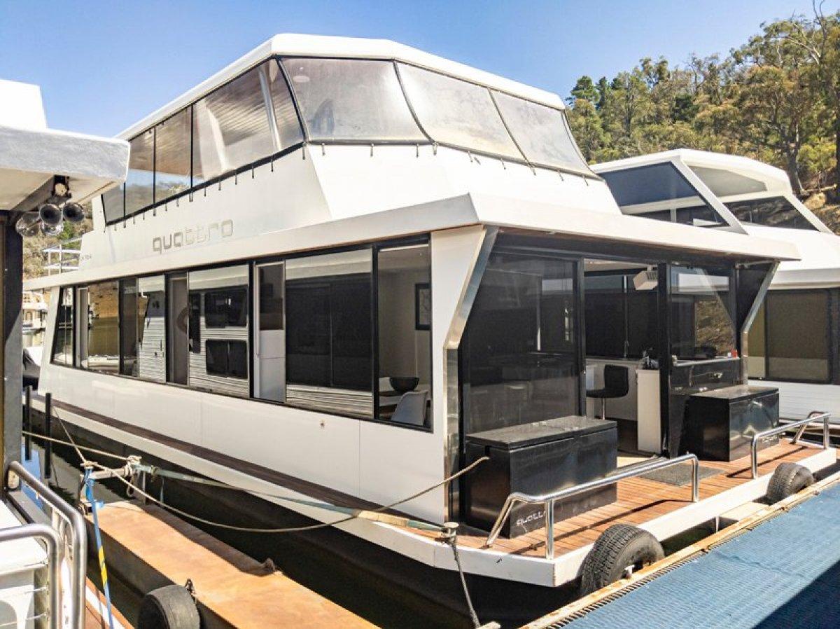 QUATTRO Houseboat Holiday Home on Lake Eildon, Vic:Quattro on Lake Eildon