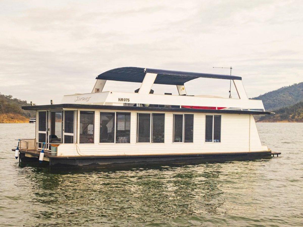 SARONG Houseboat Holiday Home on Lake Eildon, Vic:Sarong on Lake Eildon