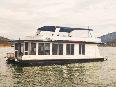 SARONG Houseboat Holiday Home on Lake Eildon, Vic