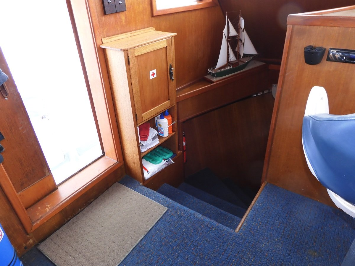 Expedition 17.0 Expedition Style Flybridge Cruiser CAPABLE LONG RANGE CRUISER EXTENSIVE ACCOMMODATION
