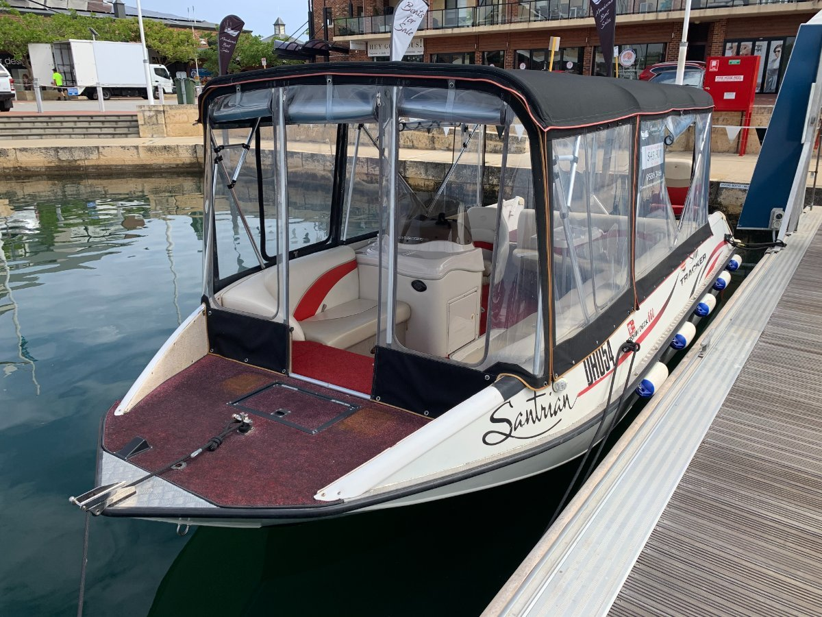 Sun Tracker Party Barge 660