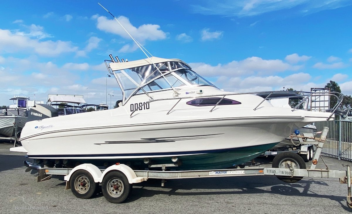 Haines Signature 600F YAMAHA 150 EFI 4 STROKE... LOW LOW HRS