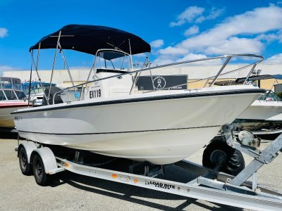 Boston Whaler 190 Outrage Immaculate with only 307 Hours
