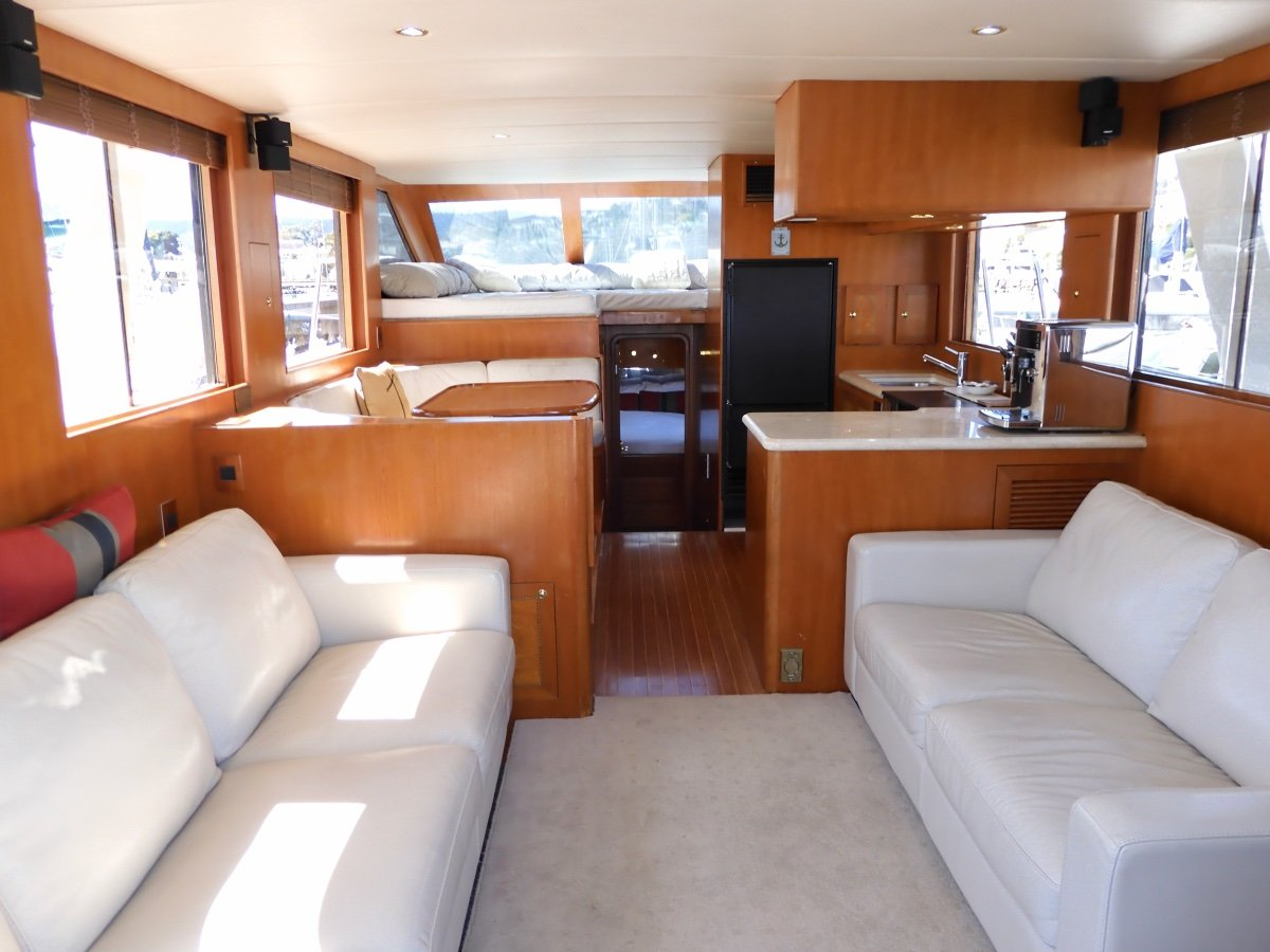 Activa 5100 Skylounge EXCEPTIONAL STYLE & PERFORMANCE FLYBRIDGE CRUISER
