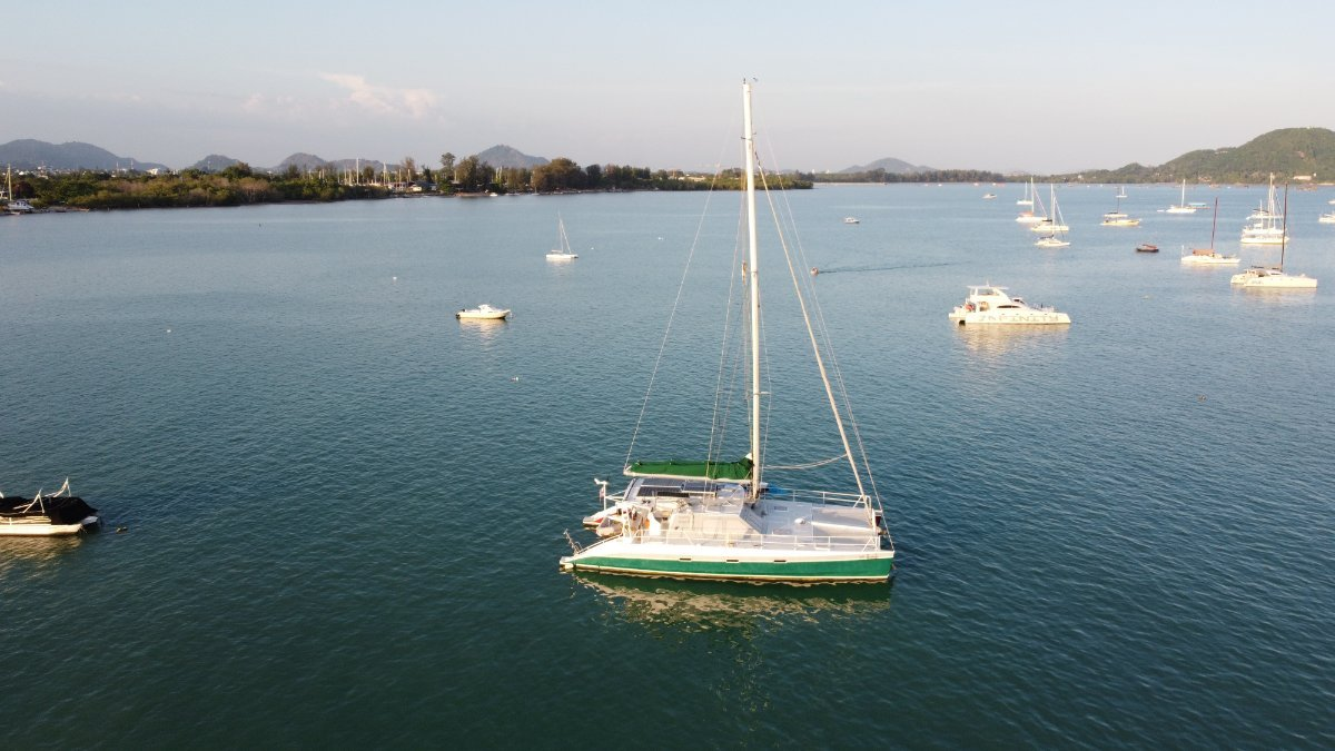 Oceanic 16M aluminium Custom:Anchored in Chalong Bay