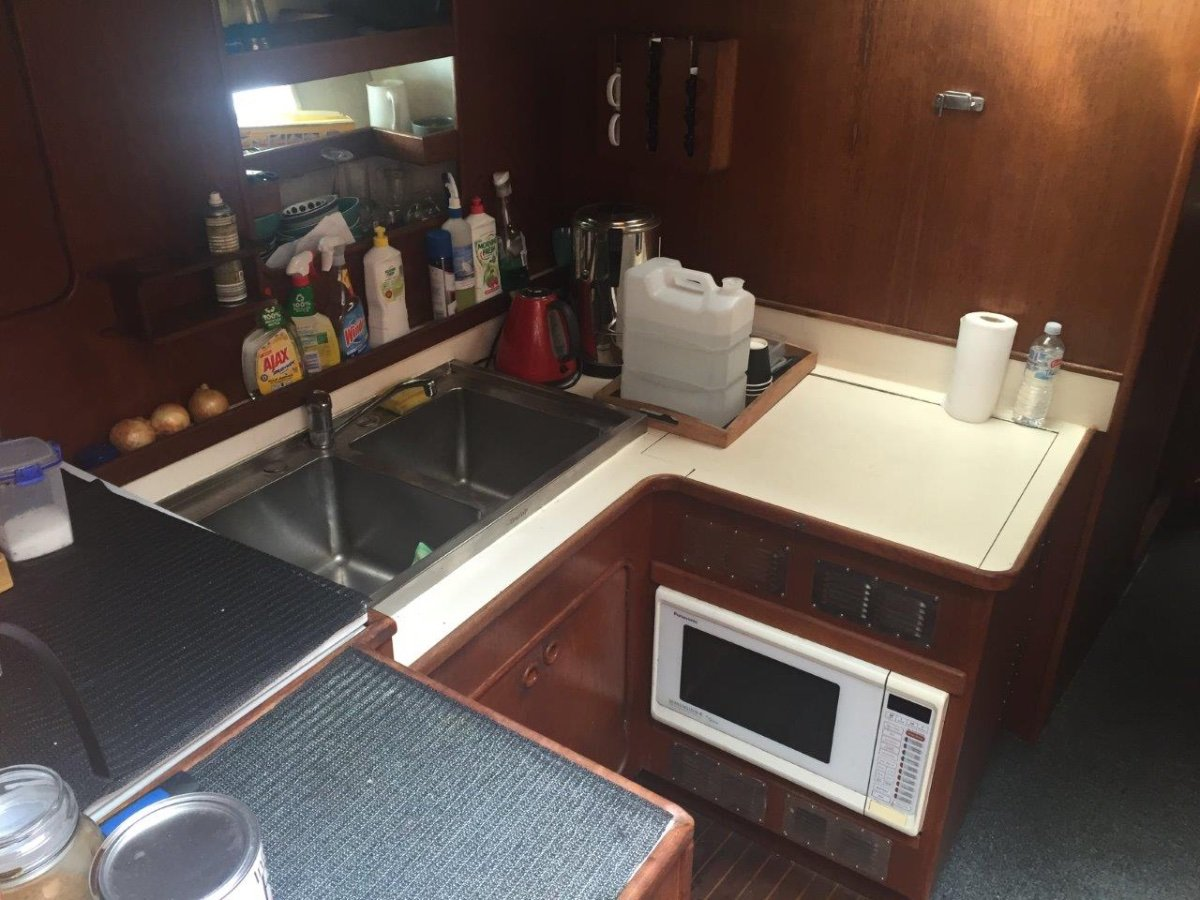 Precision 17 CHARTER VESSEL - BUSINESS INCLUDED
