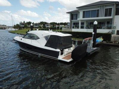 Riviera 3600 Sport Yacht Sports Cruiser
