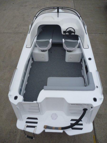 Stessco Sunseeker 490 Cuddy Cabin