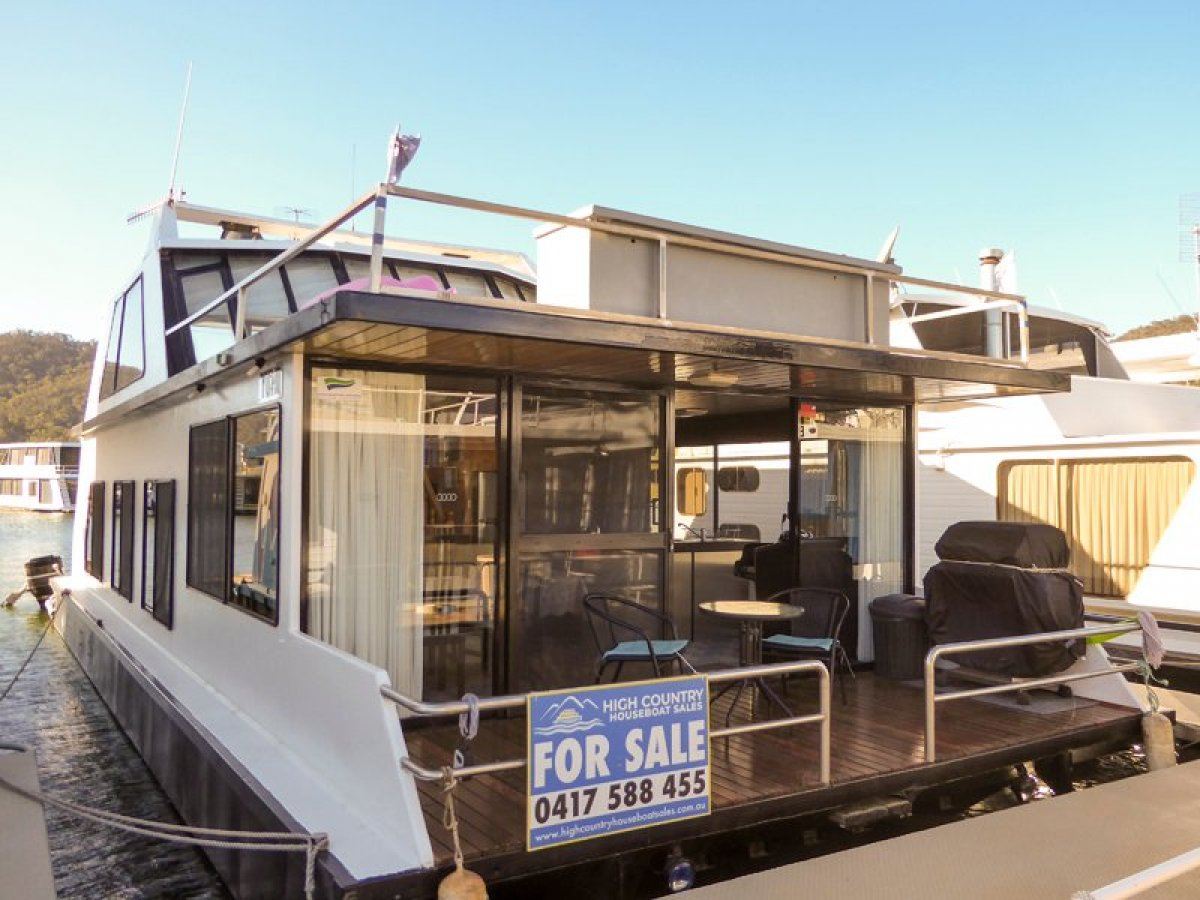 MISS B HAVEN Houseboat Holiday Home on Lake Eildon