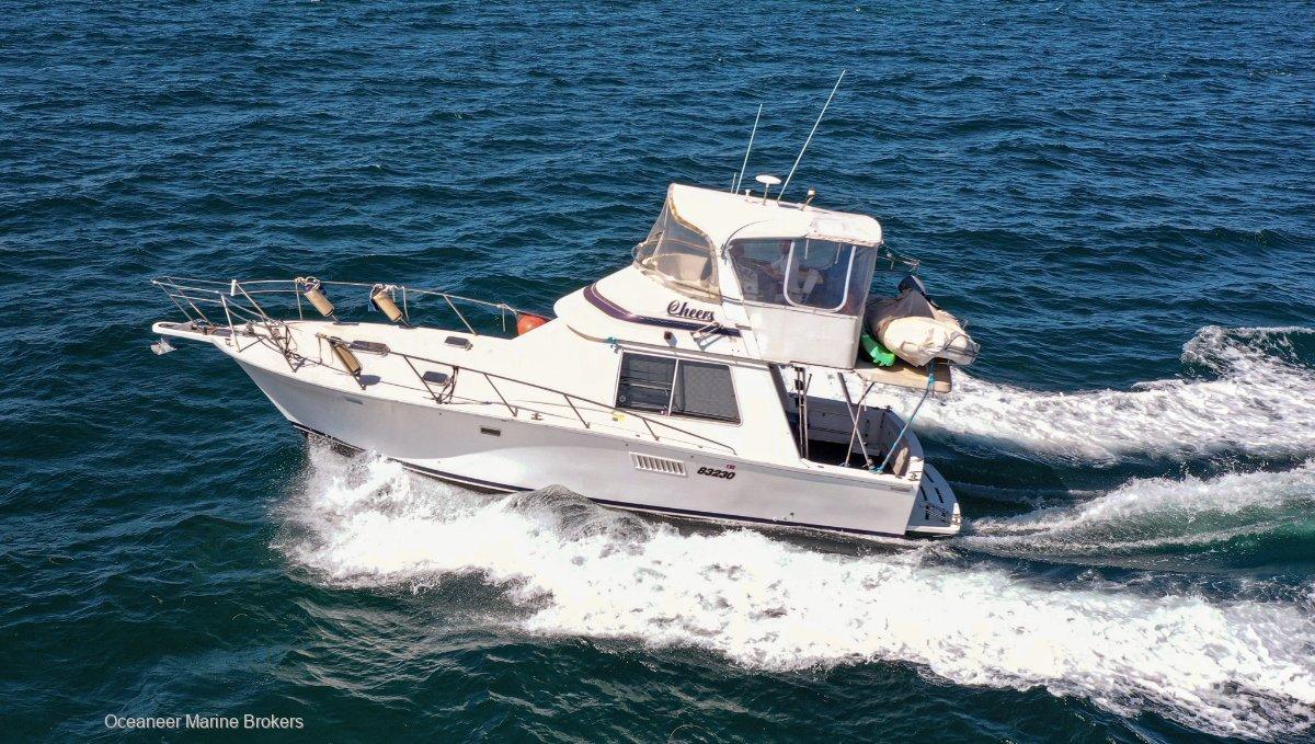 Prestige 37 Flybridge cruiser