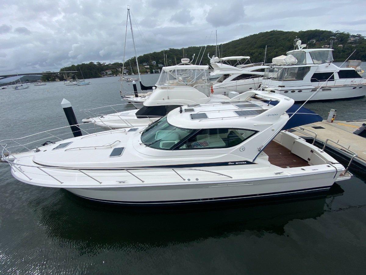 Riviera 4000 Offshore Hardtop Platinum Series