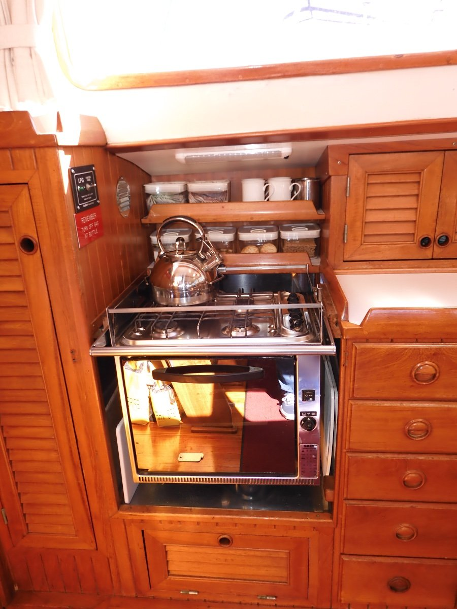 Brewer 42 Centre Cockpit Pilothouse Cruiser EXCEPTIONAL CONDITION SERIOUS BLUEWATER CRUISER!