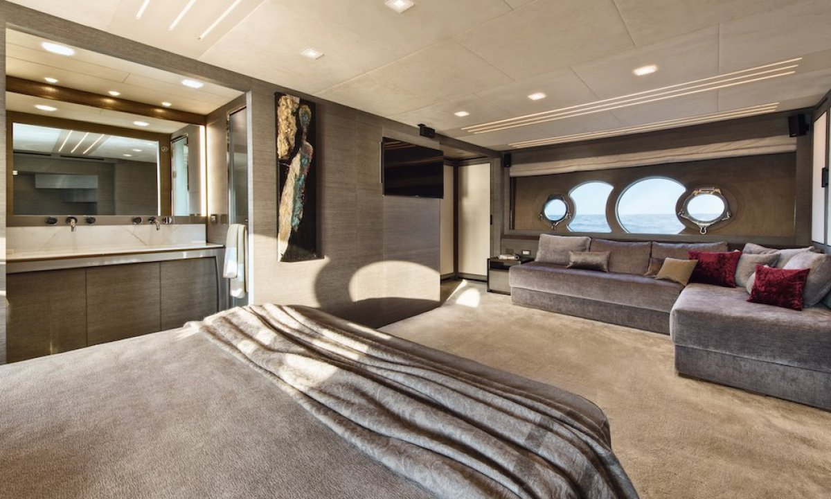 Monte Carlo Yachts 105