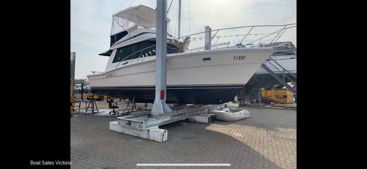 Riviera 35 Blue Water With Bow Thruster