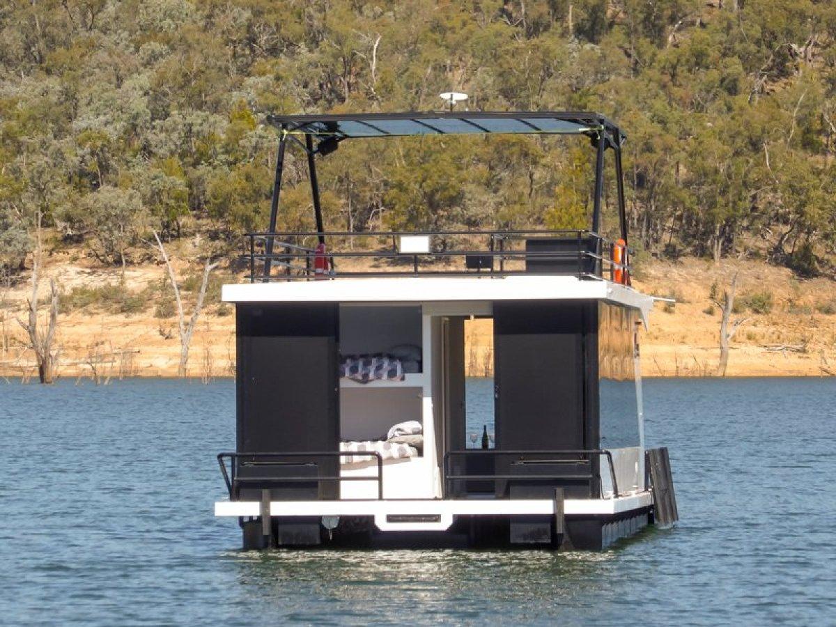 LOCKDOWN Houseboat Holiday Home on Lake Eildon:Lockdown on Lake Eildon, Vic