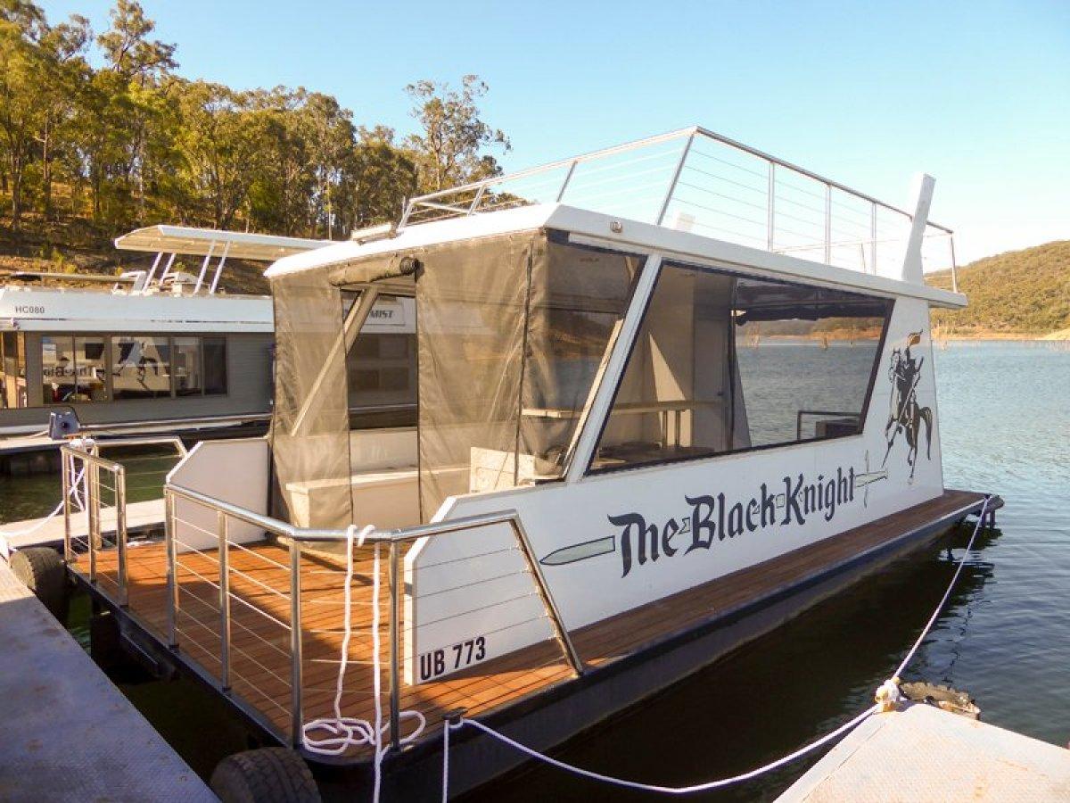 THE BLACK KNIGHT Dayboat on Lake Eildon:The Black Knight on Lake Eildon