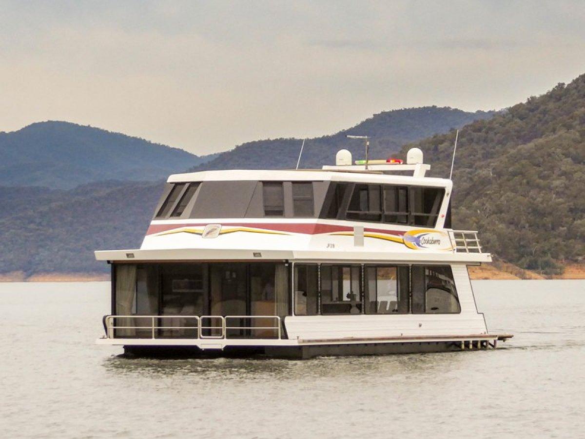 COOKABURRA Houseboat Holiday Home on Lake Eildon:Cookaburra on Lake Eildon