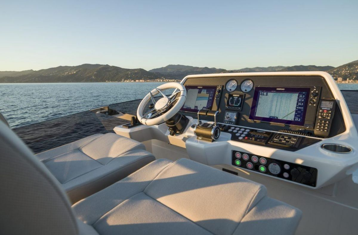 Sunseeker Sports Yacht 74