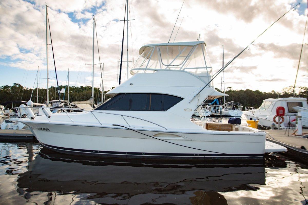 Mariner 3850 Flybridge Riviera transition model