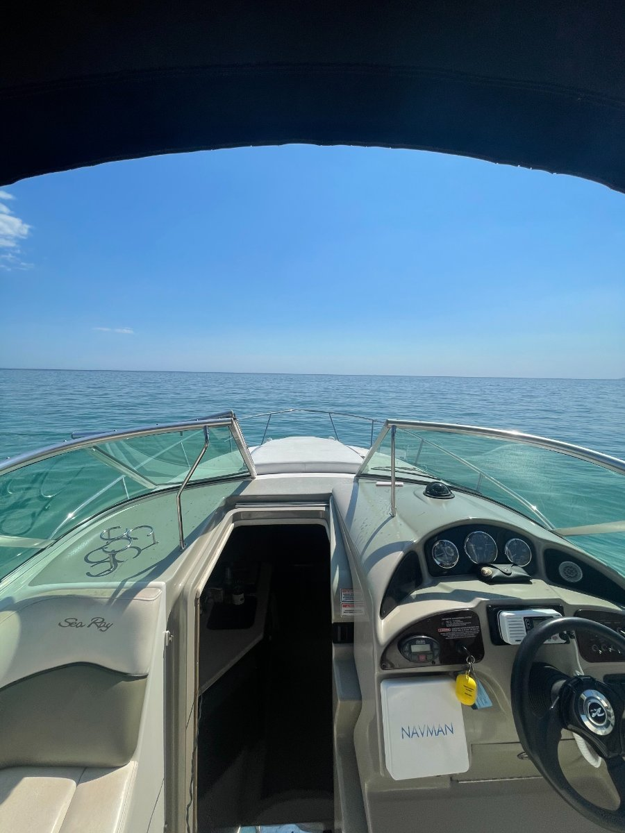 Sea Ray 275 Sundancer In Excelent condition with new engine