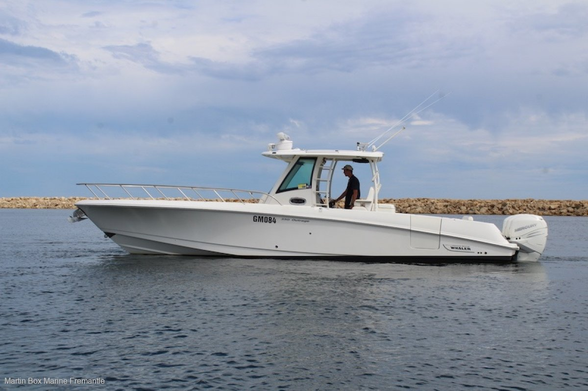 Boston Whaler 350 Outrage With Triple Outboards
