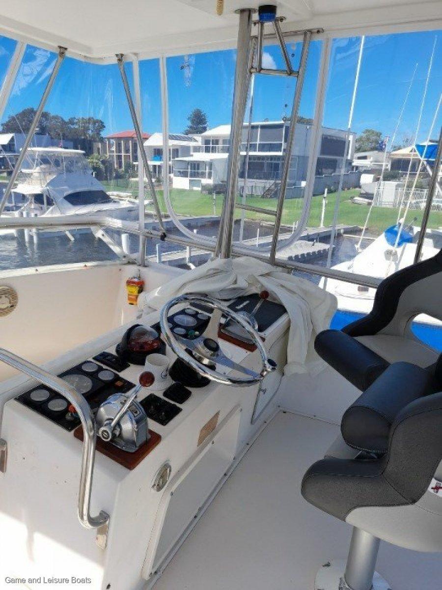 Caribbean 35 Flybridge Cruiser - 1994MY