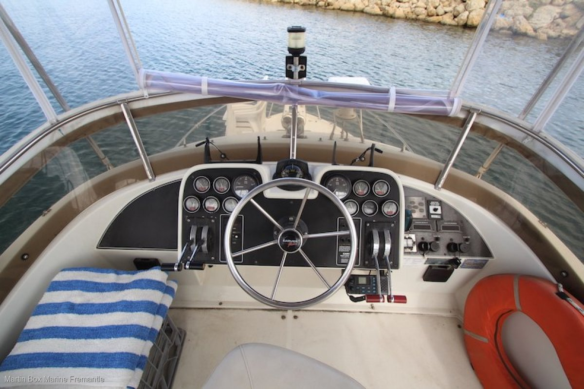 Carver 28 Flybridge with Twin Diesels