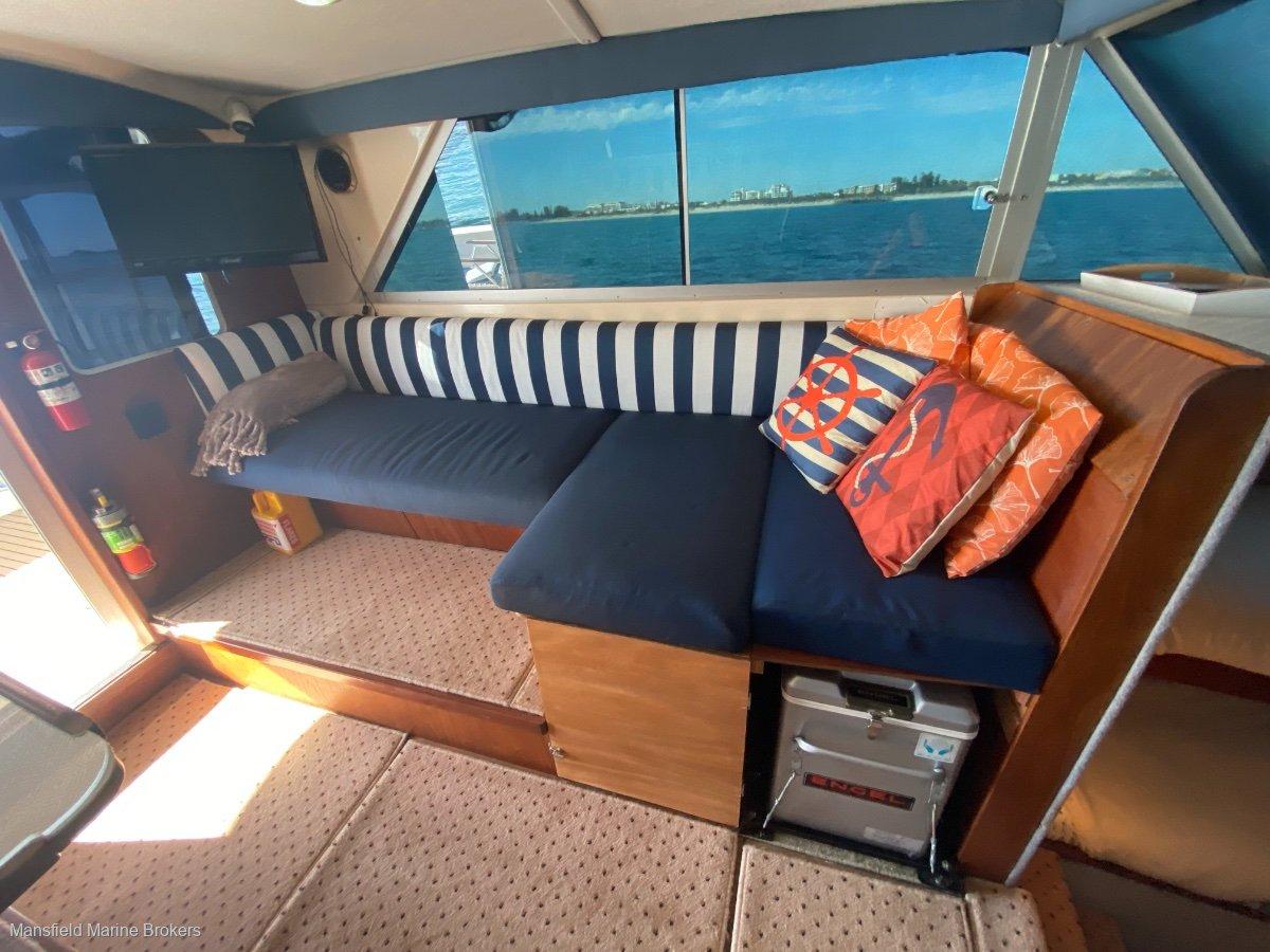 Caribbean 32 Flybridge Cruiser