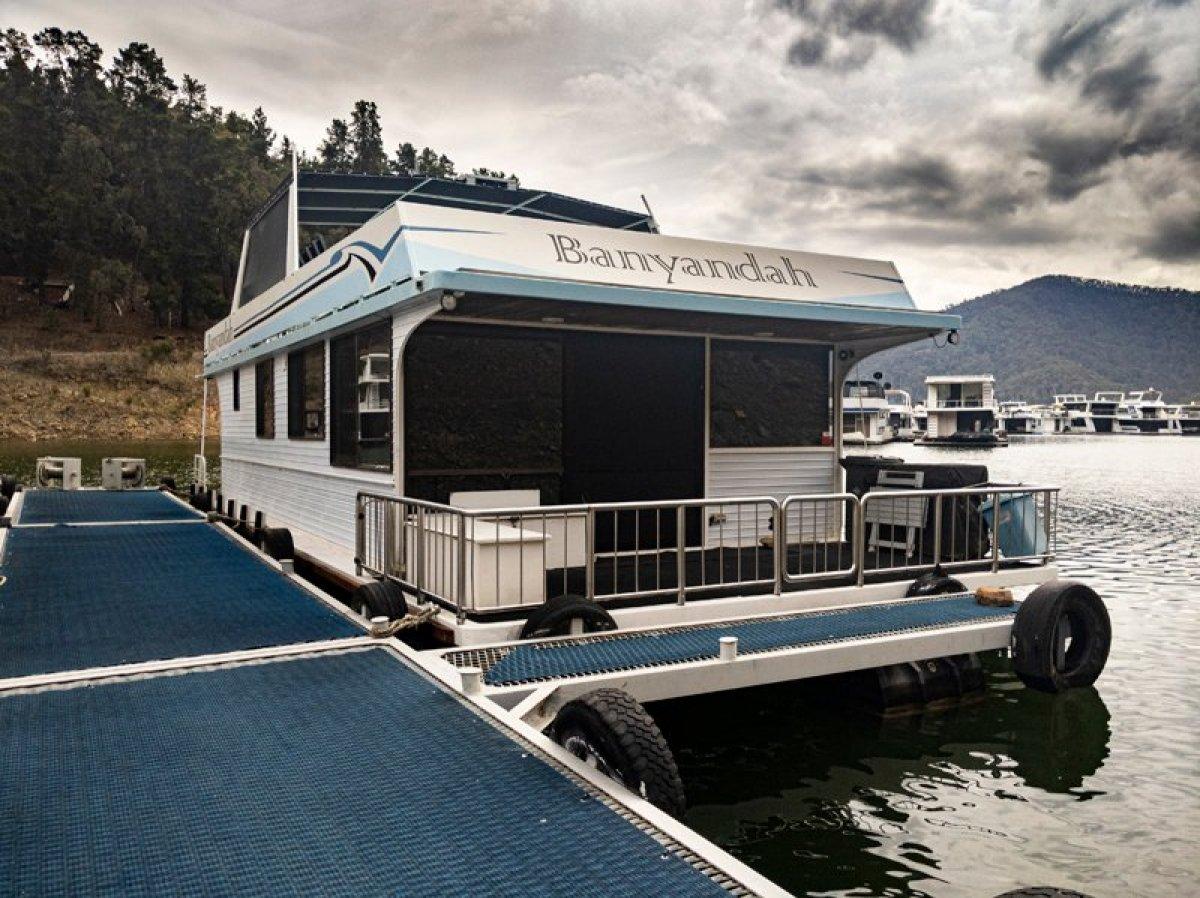 BANYANDAH Houseboat Holiday Home on Lake Eildon:Banyandah on Lake Eildon
