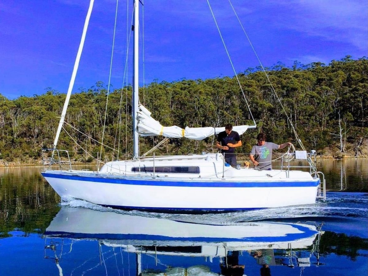 Triton 24 EXCELLENT CONDITION, MANY UPGRADES, READY TO ENJOY