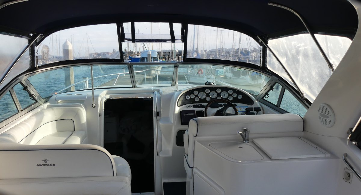 Mustang 3200SE Sportscruiser With 3m tender