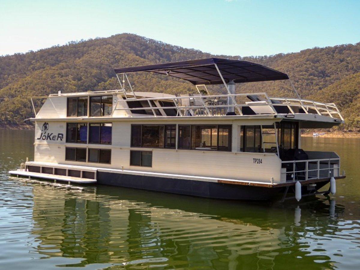 JOKER Houseboat Holiday Home on Lake Eildon:Joker on Lake Eildon