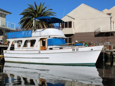 Tradewinds 40 Flybridge Cruiser