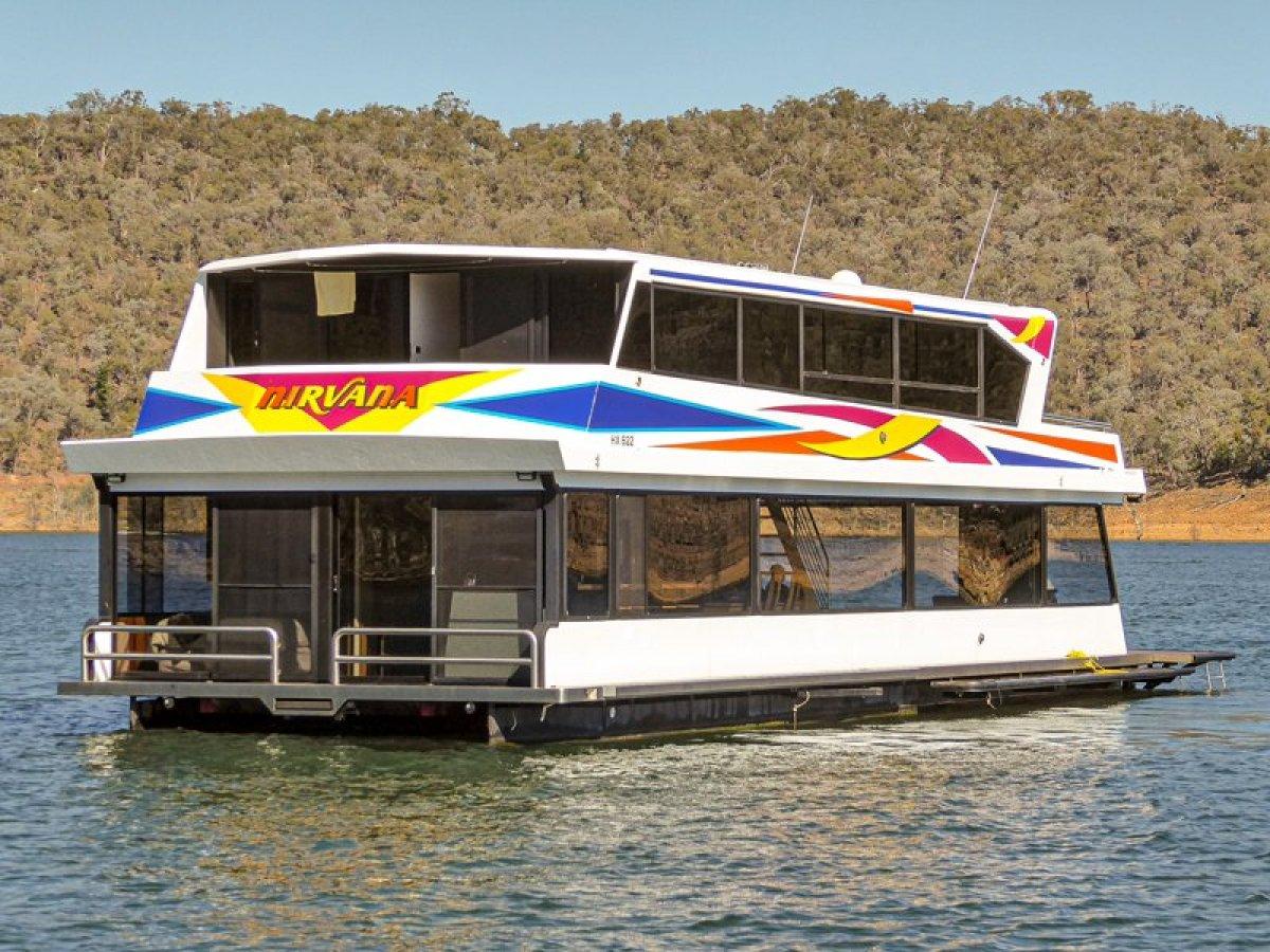 NIRVANA Houseboat Holiday Home on Lake Eildon:Nirvana on Lake Eildon