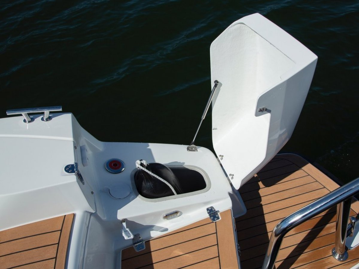 Silver Boats Raptor DCz