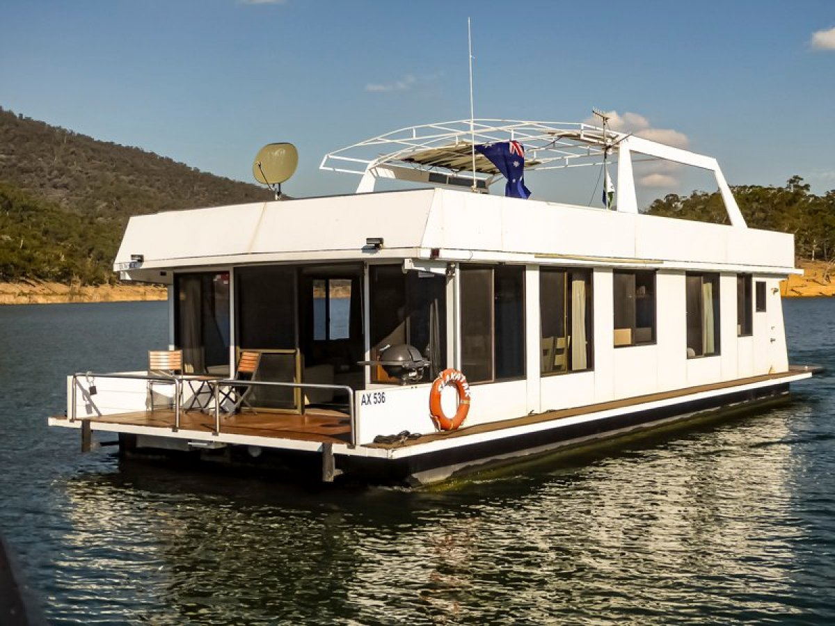 SLAKATAK Houseboat Holiday Home on Lake Eildon:Slakatak on Lake Eildon