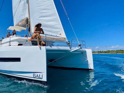 Bali Catamarans 4.1 Owners Version. One owner. Would suit new boat buye
