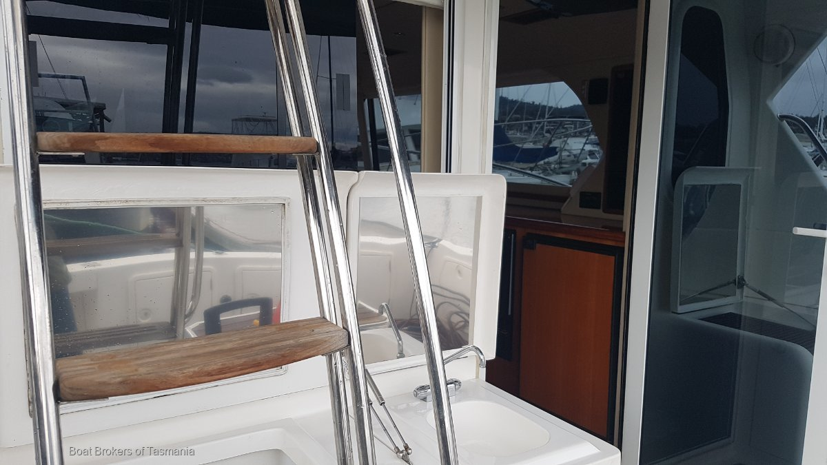 Scarborough Capricorn Classic 40 Low hours, fully optioned. Boat Brokers of Tasmania