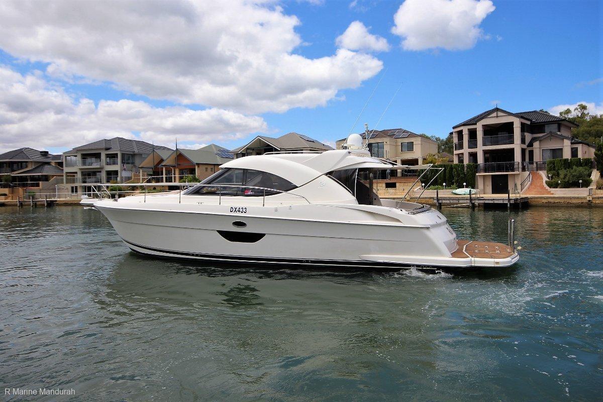 Riviera 4400 Sport Yacht ***Turn Key Lets Go*** $599,000***