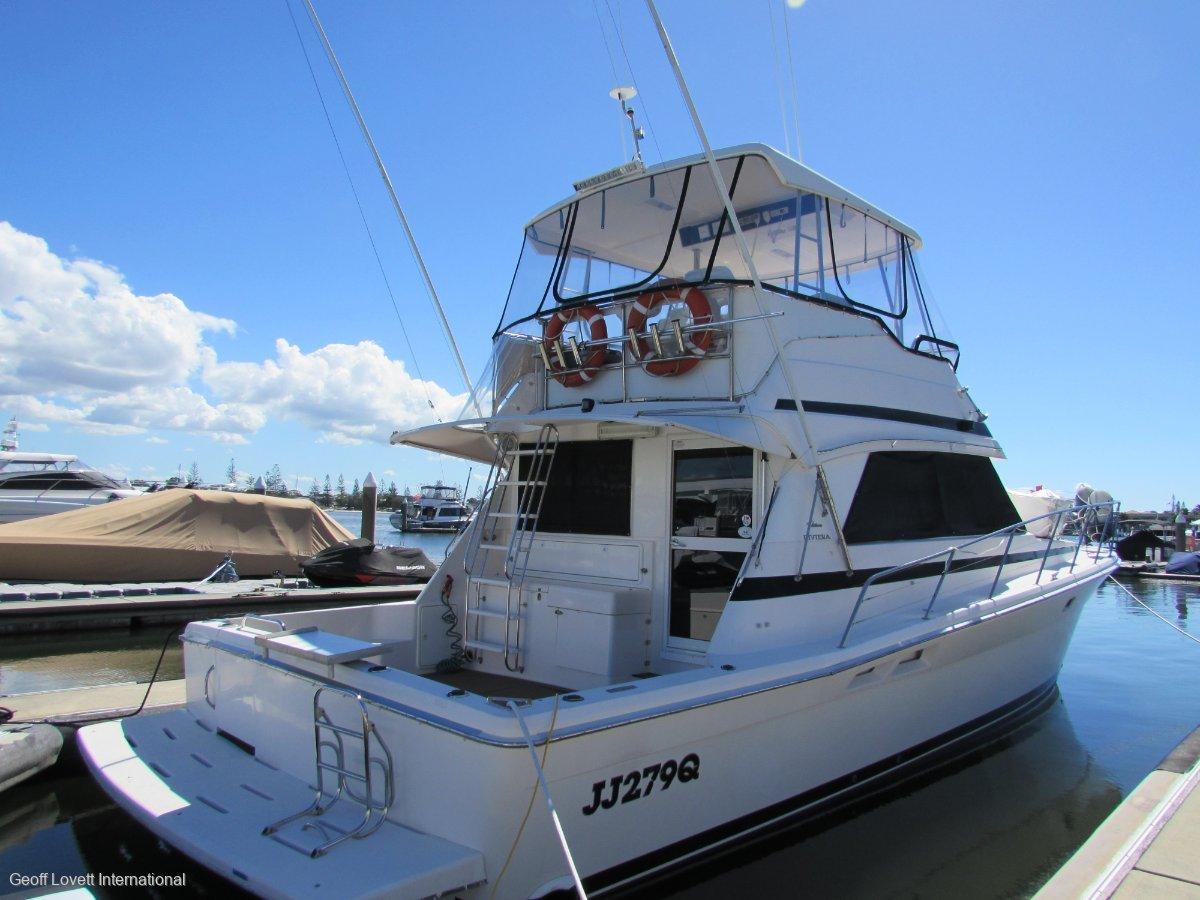 Riviera 43 Platinum Flybridge Cruiser