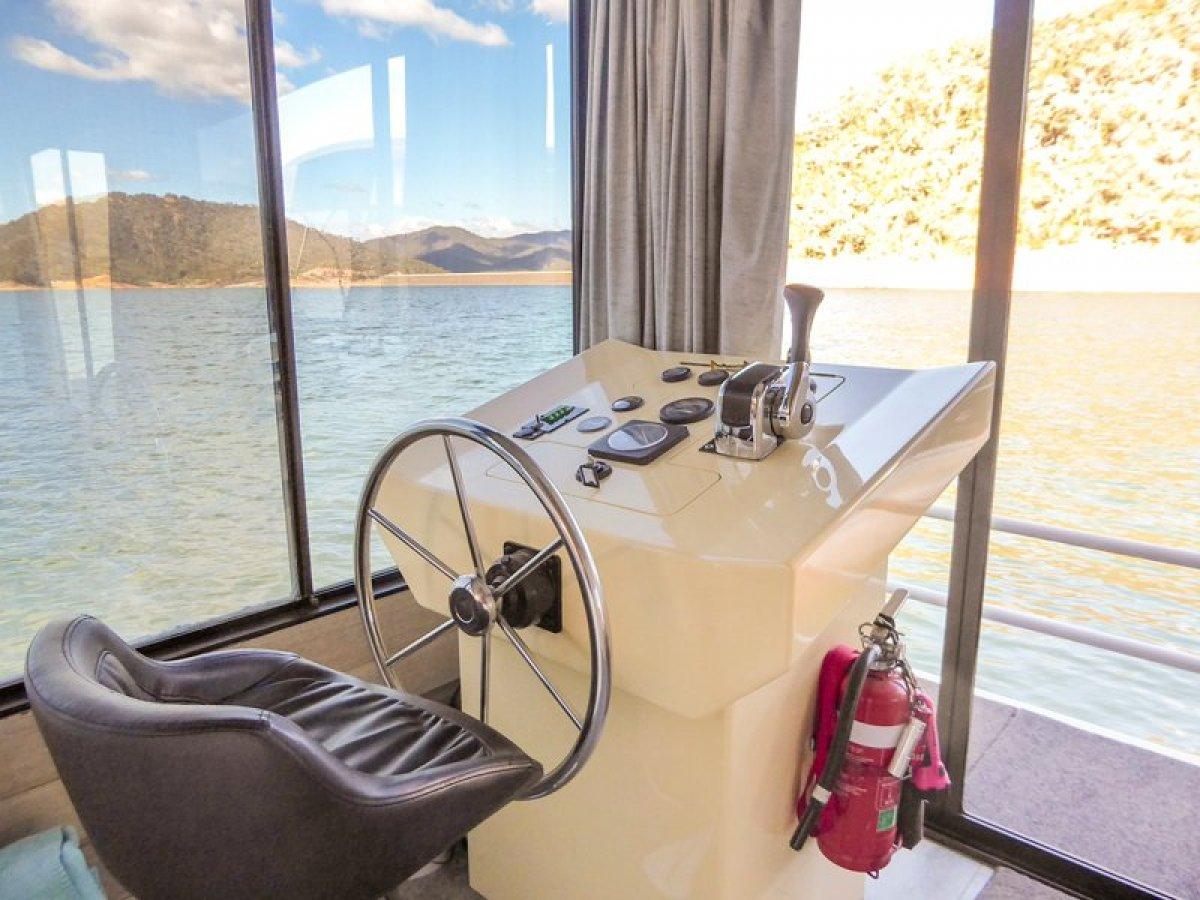 CHANDON Houseboat Holiday Home on Lake Eildon